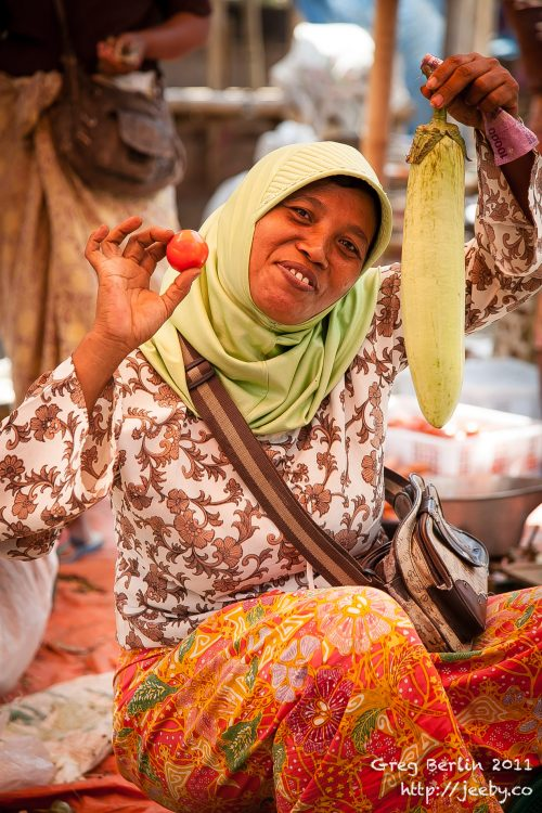 Happy Market lady, Sekotong Barat, Lombok, Indonesia